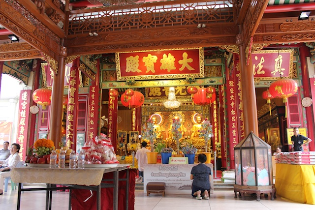 The Chinese temple known as Wat Mangkon Kamalawat in the heart of Chinatown