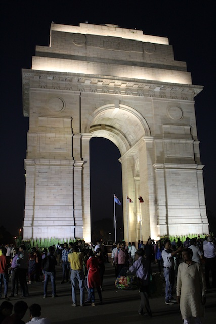 The night crowd at the Gate of India