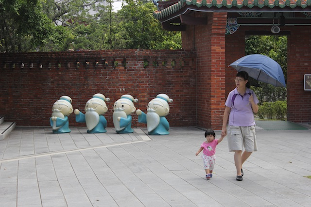 Parents, grandparents, and children stroll on the grounds of the Confucius temple in Taipei (Kong Miao)