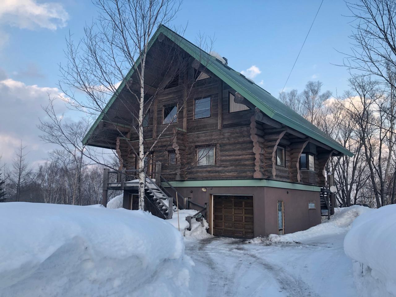 A cabin in the snowy woods near Hanazono
