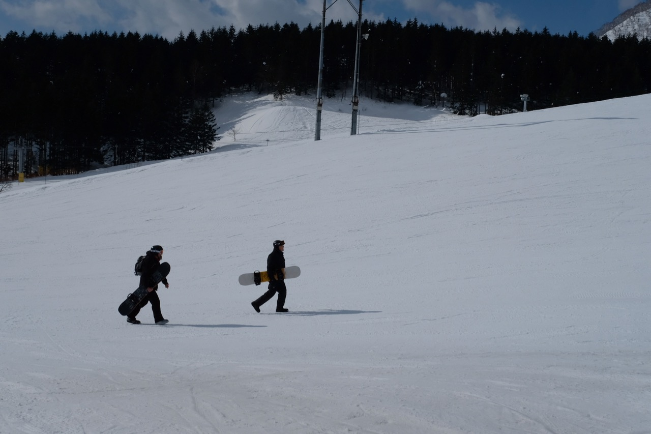 Snowboarders at Hirafu