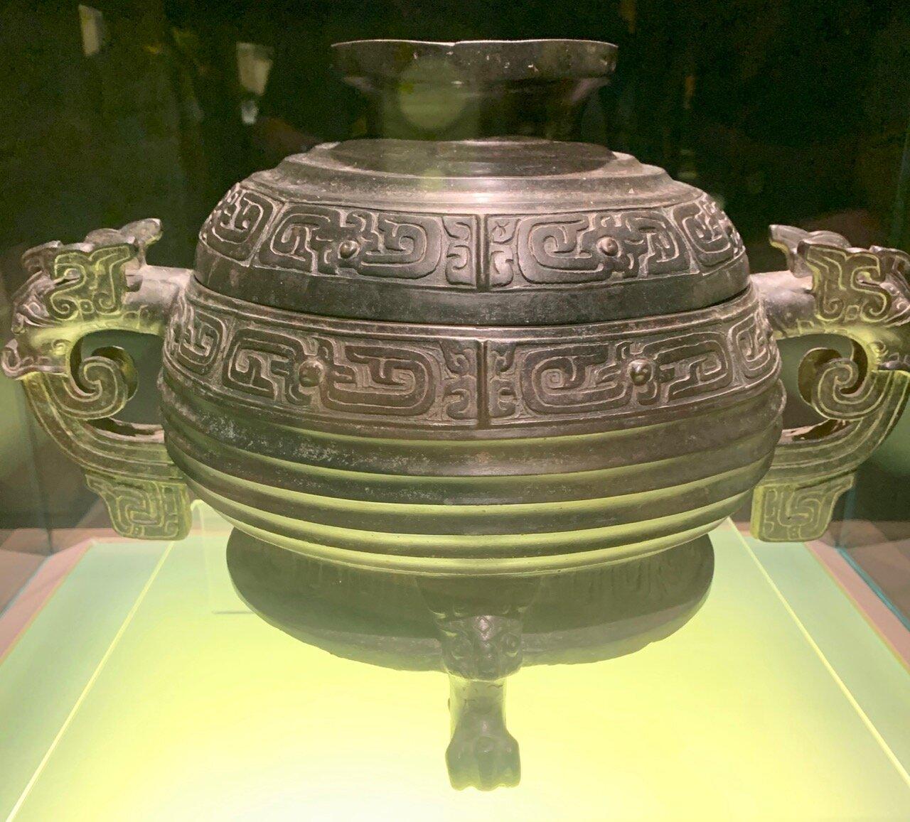 Shi Huan Gui Food Vessel, King Xuan Reign, Western Zhou (827-782 BC)