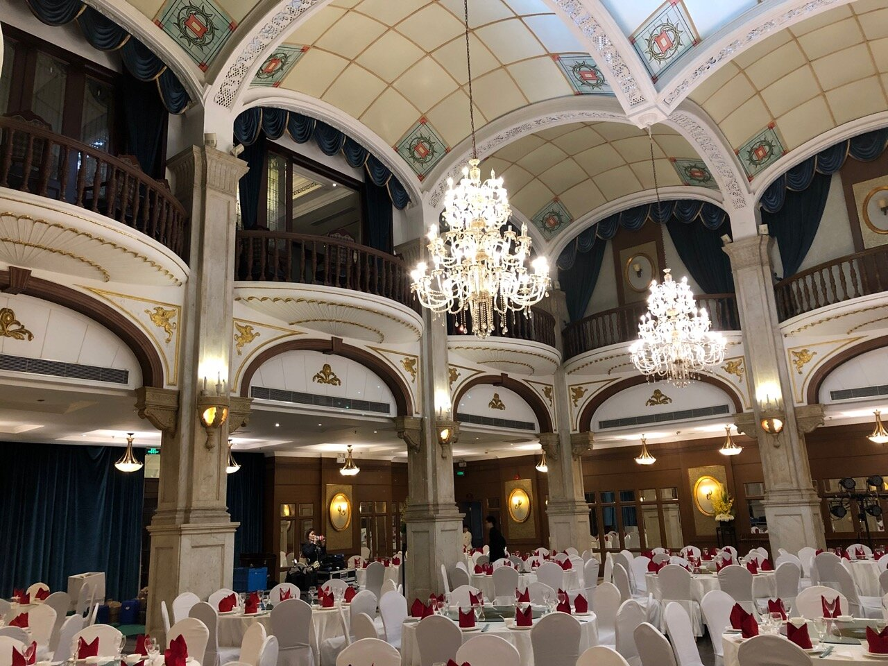 Ground floor ballroom with Arabesque ceiling