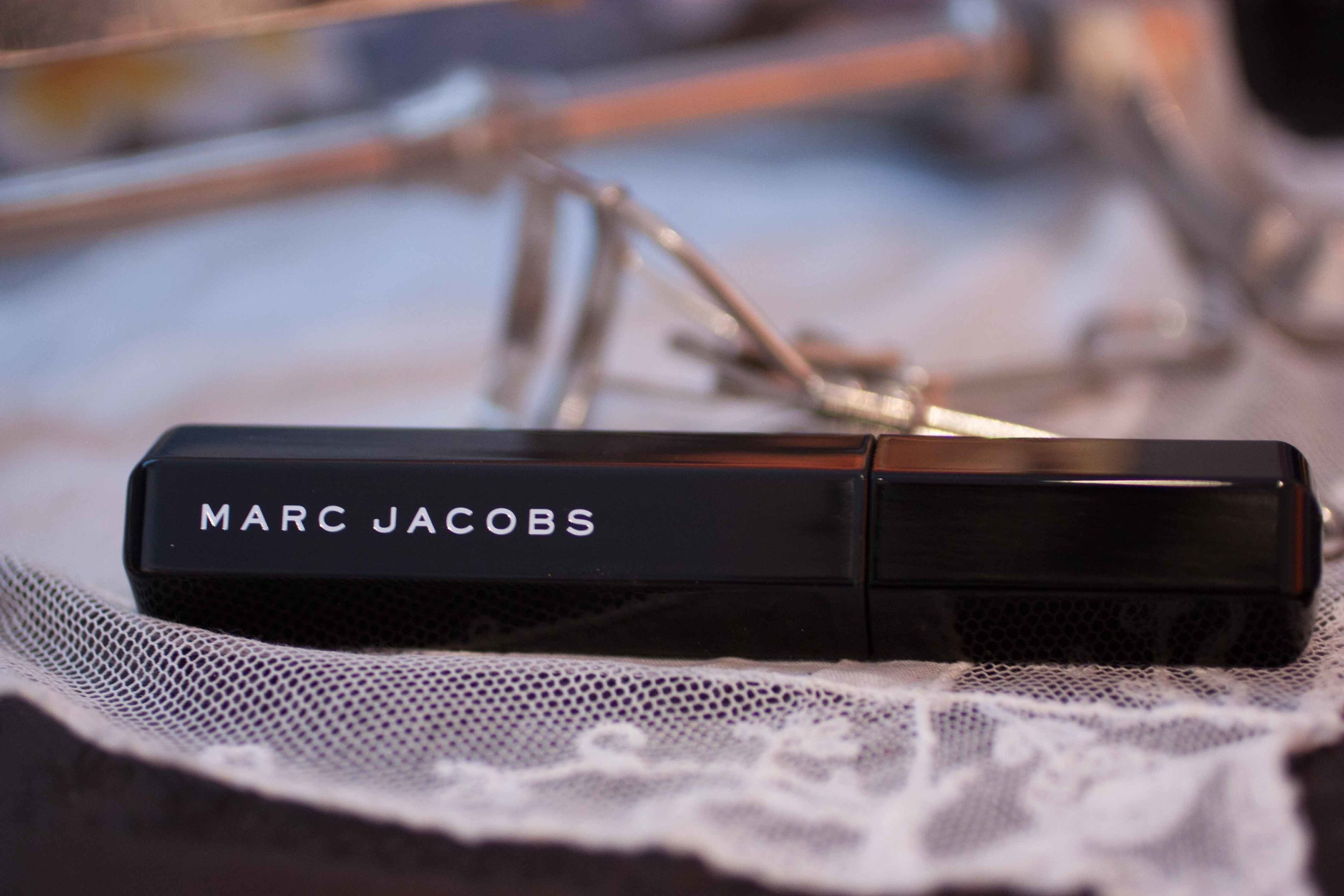 marc jacobs velvet noir volume