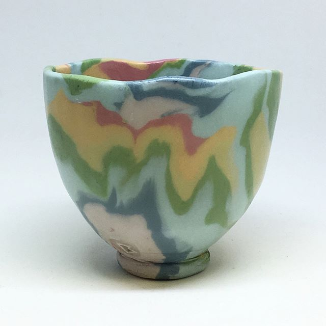 Here is a little rainbow cup. This one and its siblings are available on my ETSY(link in bio). I'm still trying to make up for the $ I lost from a recent phishing scam ordeal. I'd beg out on the street, but I figure selling pots online is close enough. #ceramics #tastetherainbow #porcelain #hawaii