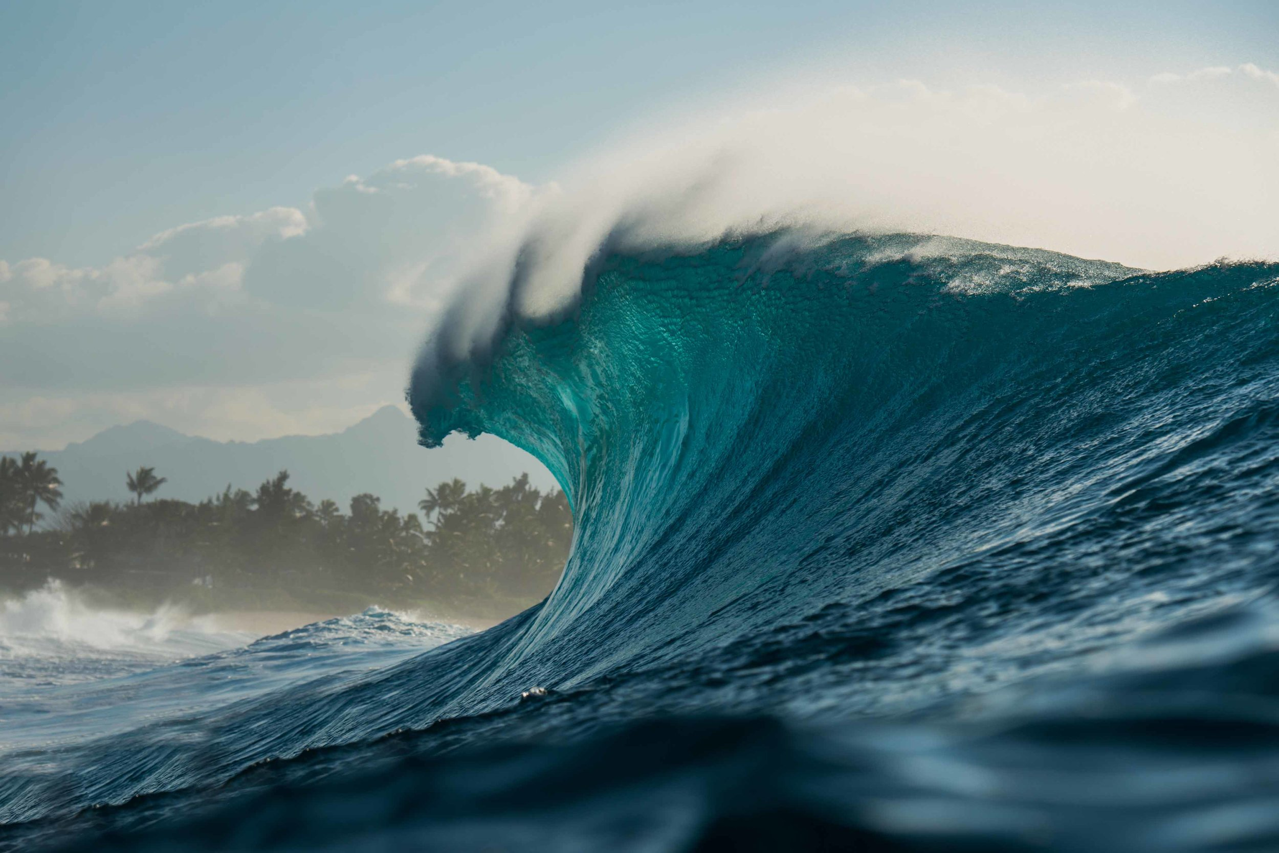Commitment over fear - Pipeline, Hawaii