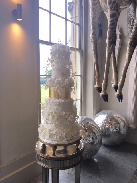 Cakes by Krishanthi Aynhoe Park Vanilla Rose Wedding Planner