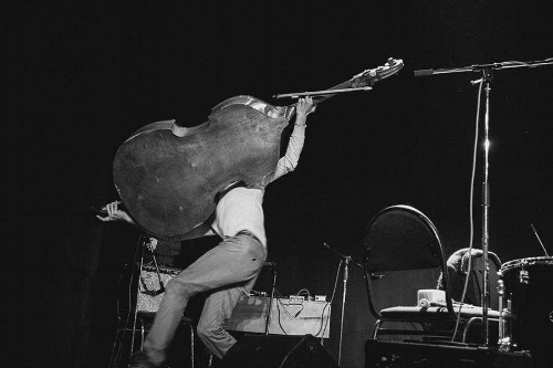 Nok en gang ønskes det velkommen til Oslos fineste bokhandel, for å høre på tilsvarende fin musikk. Det vil spilles to sett, av to både innlysende og spennende konstellasjoner.   SOFIA JERNBERG - Stemme JOEL GRIP - Kontrabass  +  ANDREAS RØYSUM - Klarinett HÅVARD SKASET - Gitar GURO MOE - Kontrabass  PS: Punktlig konsertstart, så alle kan rekke Blow Out! på Hærverk klokka 21. Dørene åpner 18:30  CC: 100,-