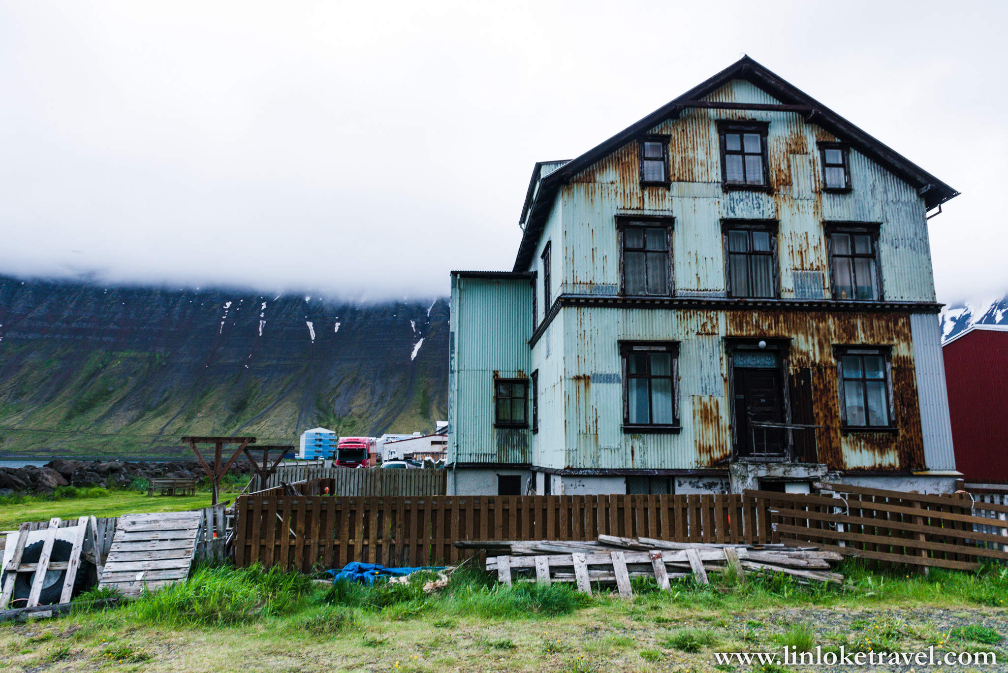 It is not uncommon to spot rusty, dilapidated houses here in Isafjordur