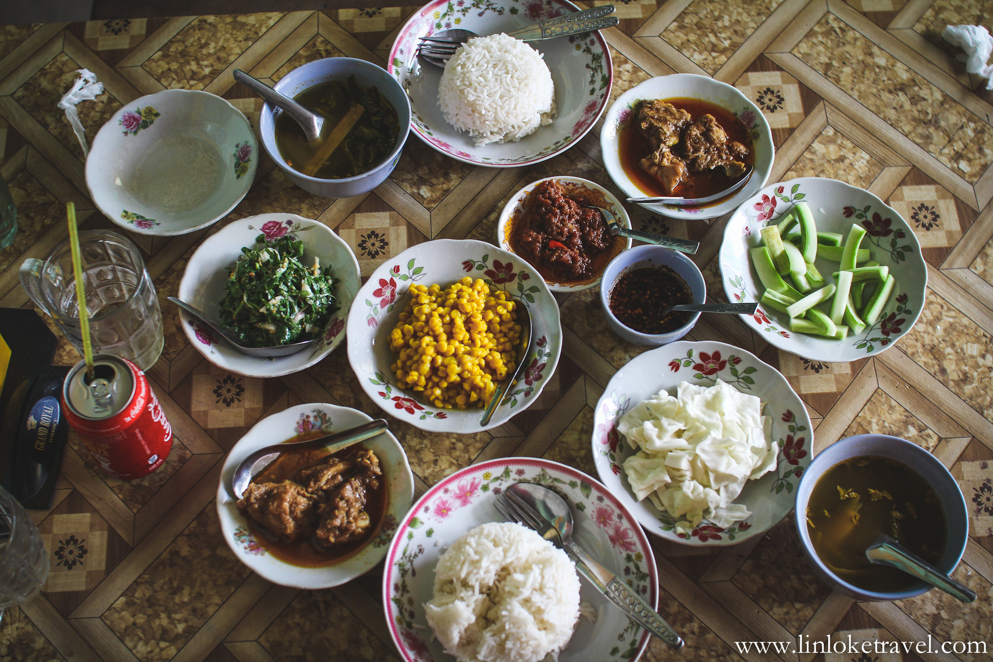 Traditional Burmese food at Shwe Myat Tar