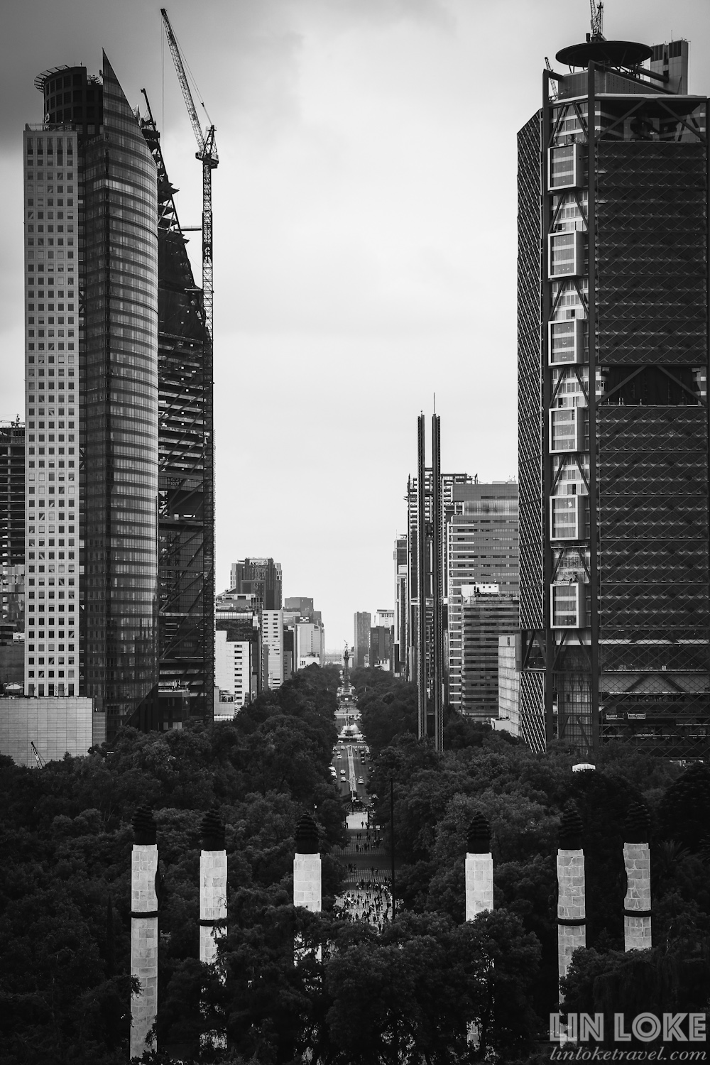 The view of Paseo de la Reforma from the top of Chapultepec hill