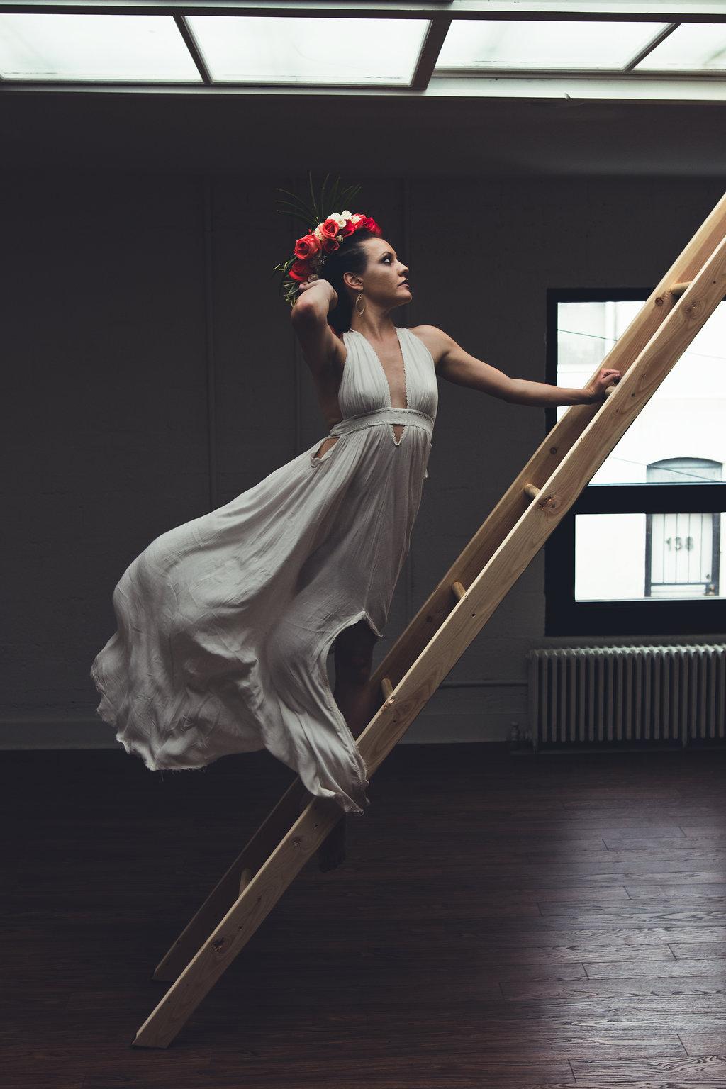Lisa Rundall Wedding Photography Colorado model on ladder