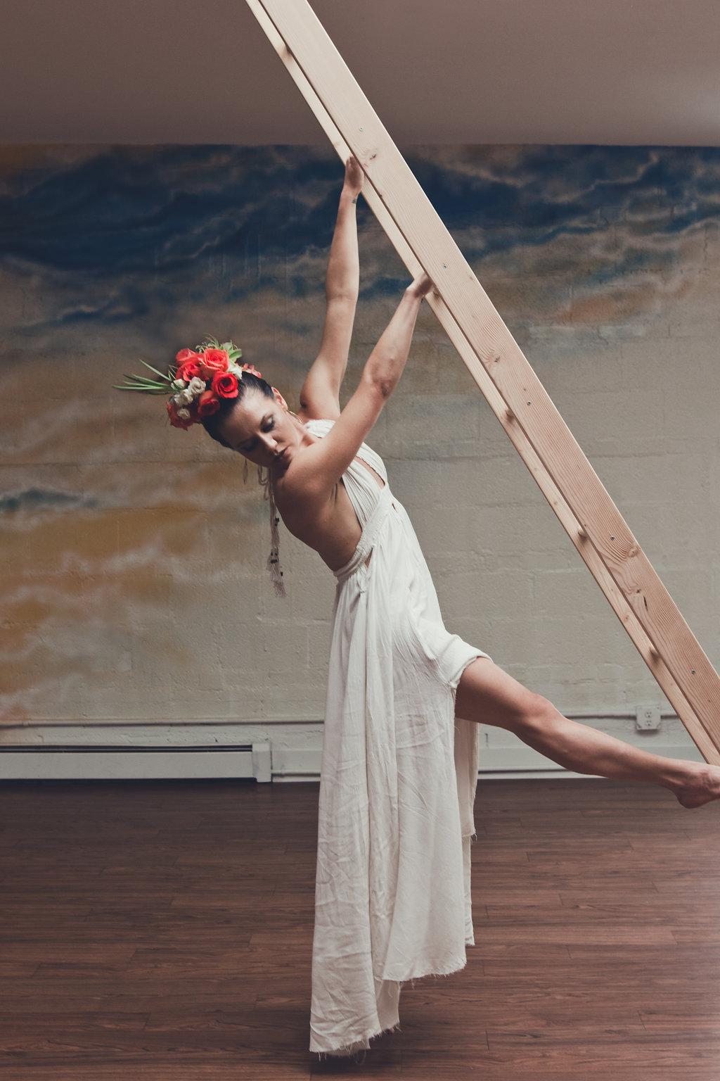 Lisa Rundall Wedding Photography Colorado model hanging off ladder