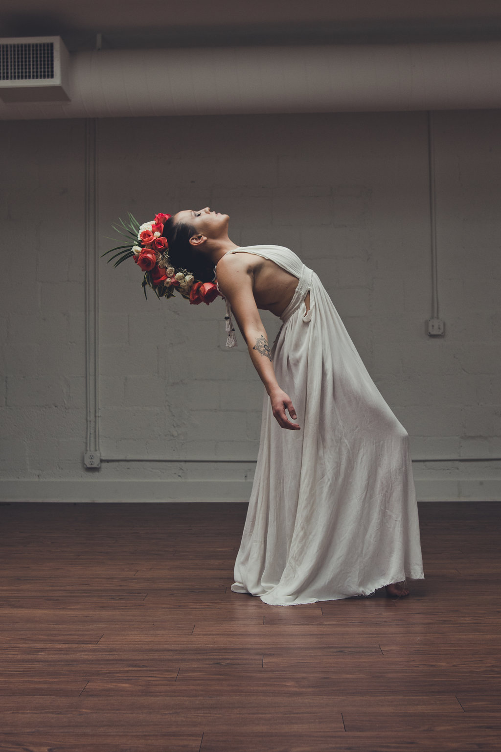 Lisa Rundall Wedding Photography Colorado model leaning backward