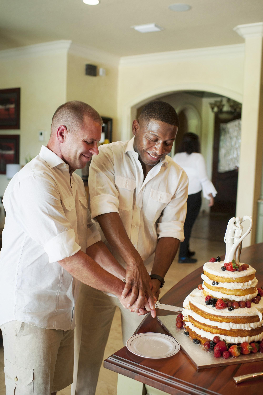 The Canovas Photography cutting cake