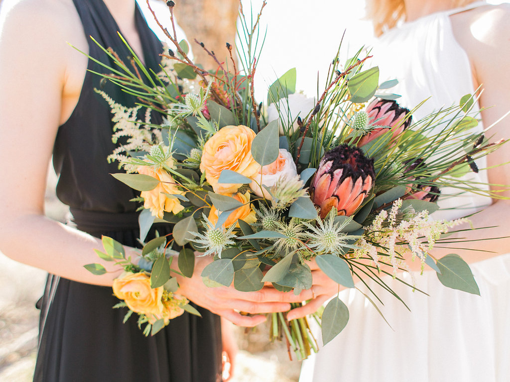 Jessica Schilling Wedding Photography couple holding bouquet