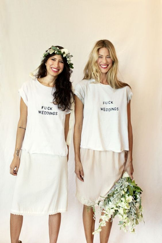 Wedding engagement gifts to kick off wedding planning