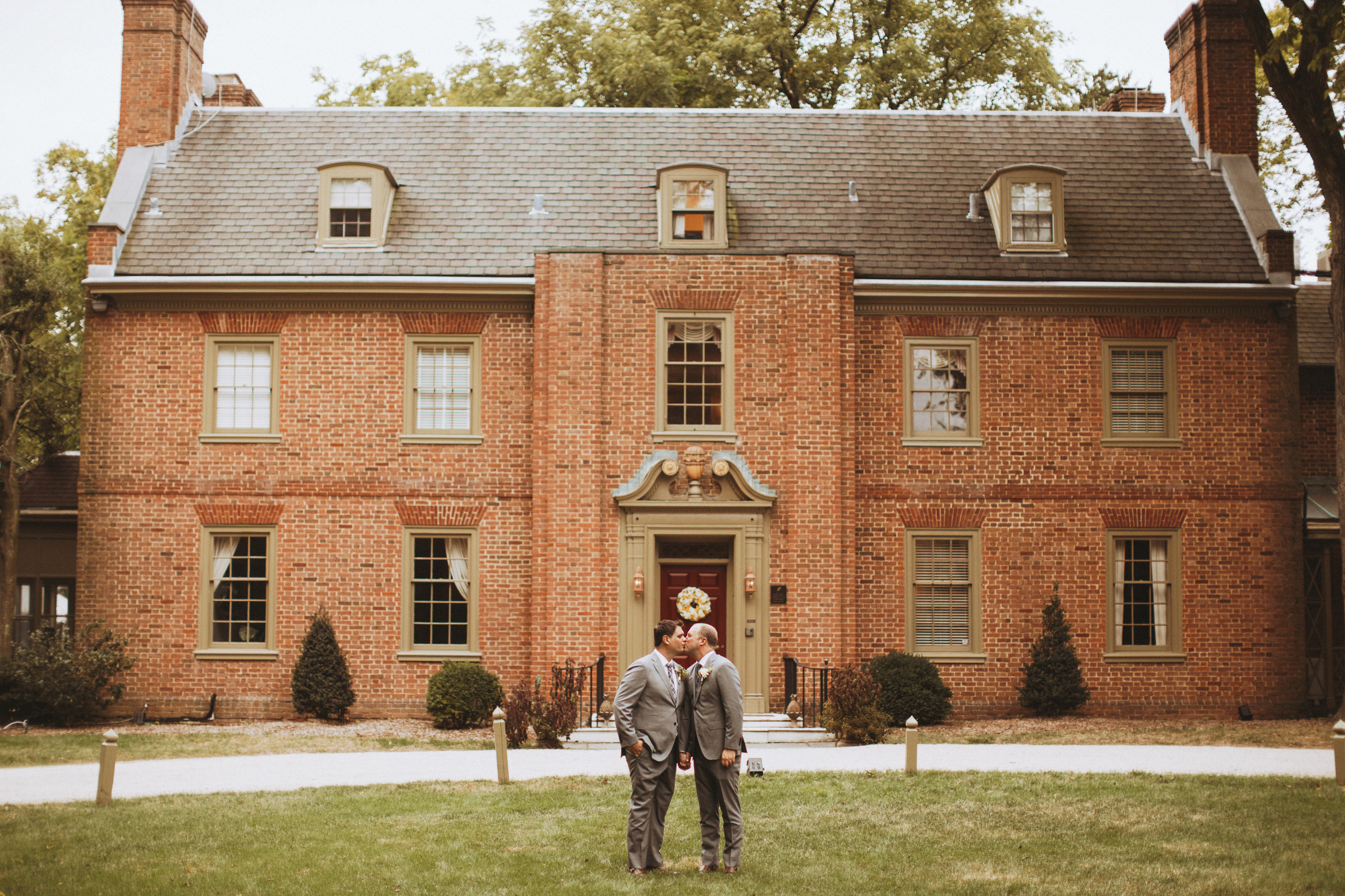 Great Oak Manor wedding portraits outside