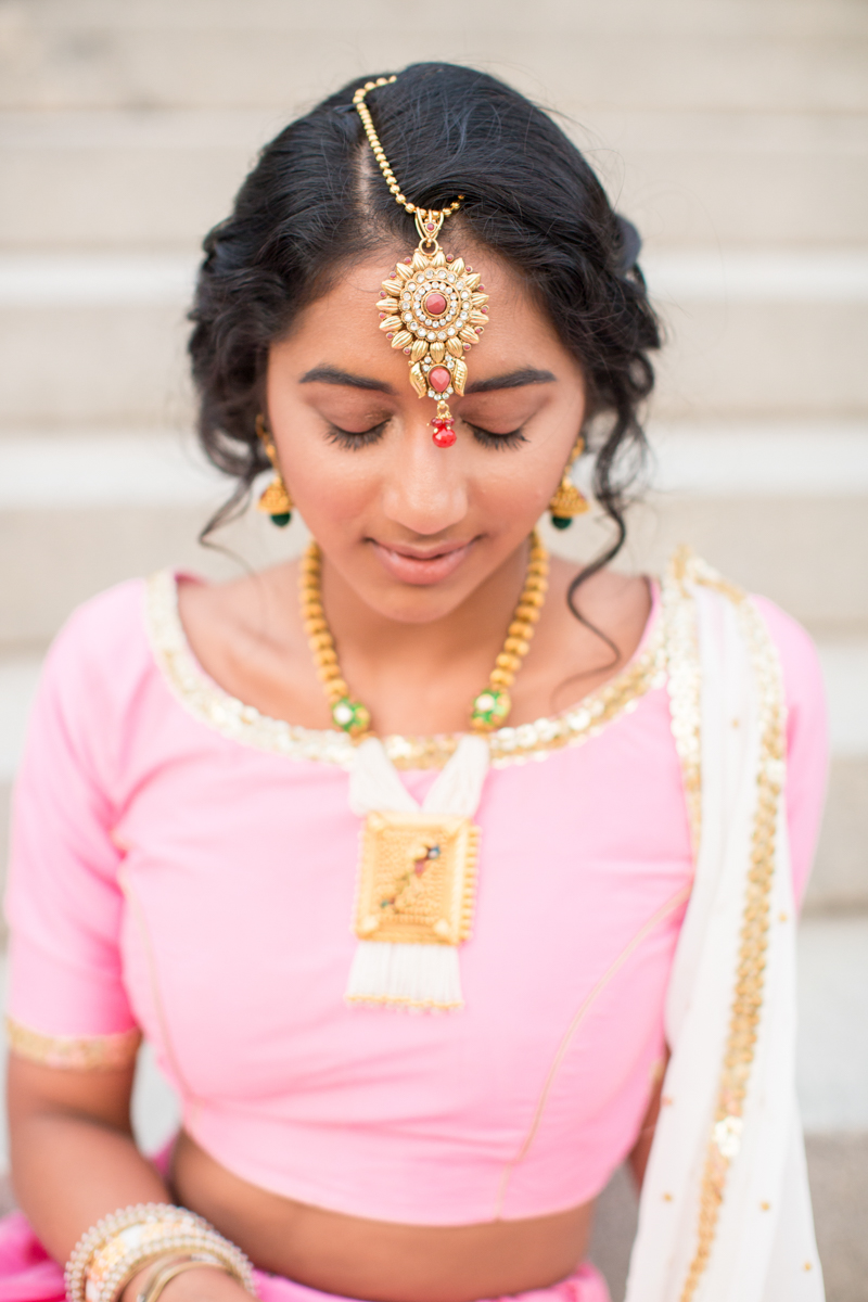 tikka jewlery detail on indian bride