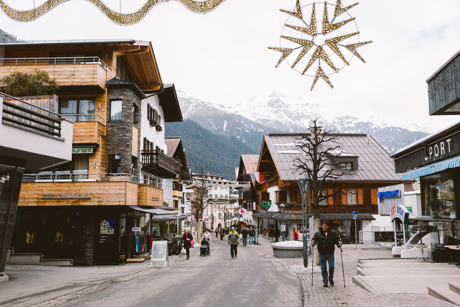Austrian winter wedding in a ski resort by Wild Connections Photography