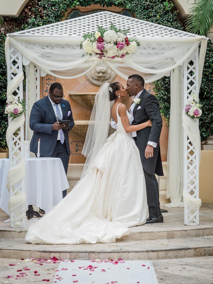 wedding kiss for black couple