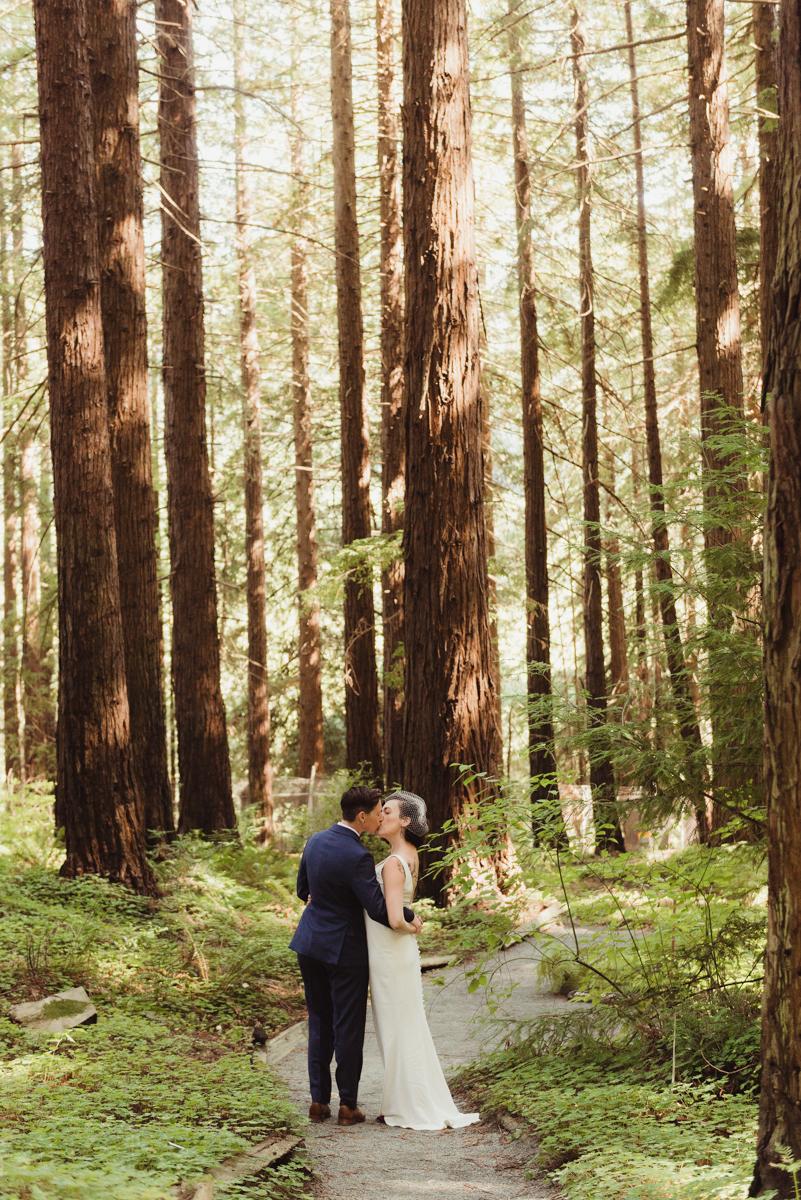uc berkeley garden wedding couple kiss