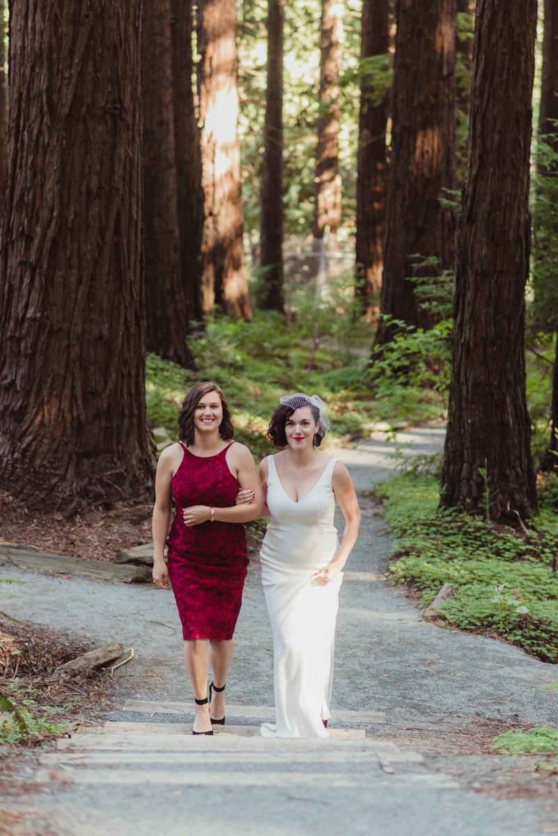 uc berkeley garden wedding laura walking with sister