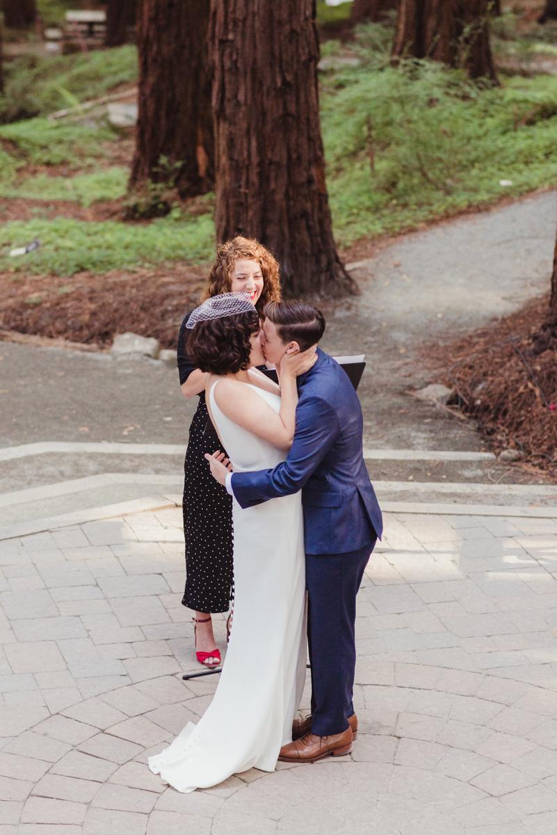 uc berkeley garden wedding kiss at ceremony