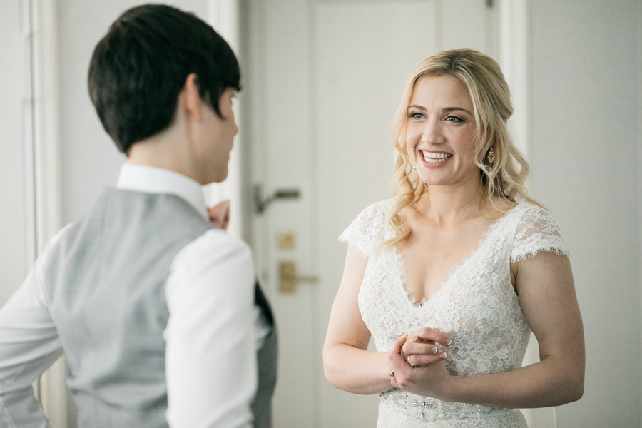 ARIN AND KATIE DOWNTOWN SEATTLE WEDDING FIRST LOOK