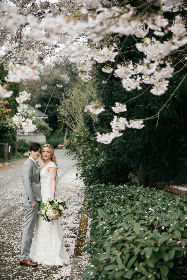 ARIN AND KATIE DOWNTOWN SEATTLE WEDDING COUPLE UNDER BLOSSOMING TREE