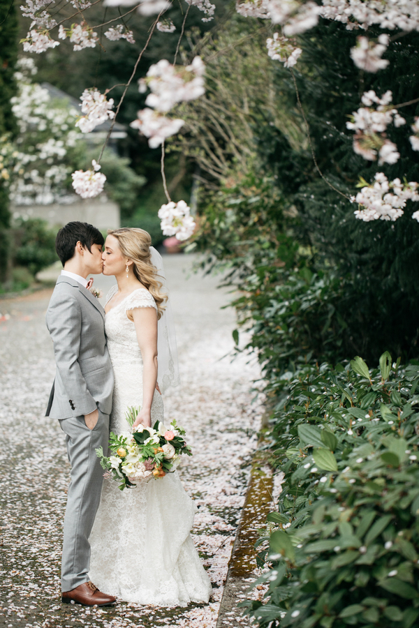ARIN AND KATIE DOWNTOWN SEATTLE WEDDING KISS UNDER BLOSSOMS