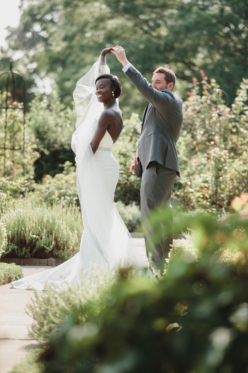 Glam cleveland museum wedding dancing in garden