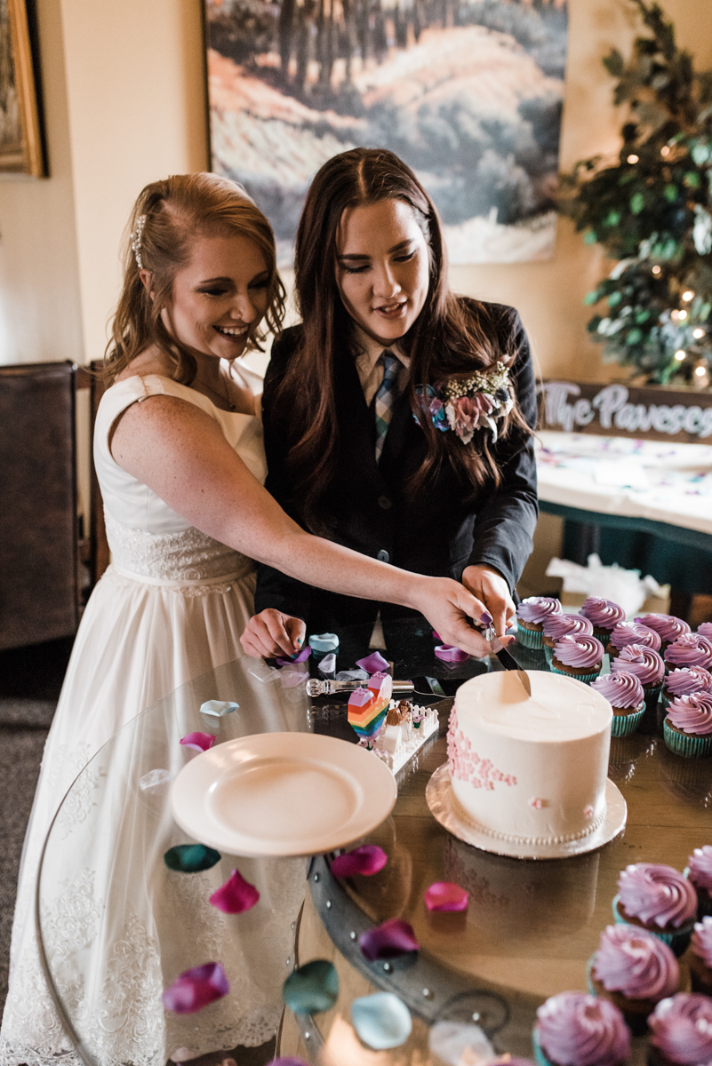 Rustic italian wedding candess and jess cutting cake