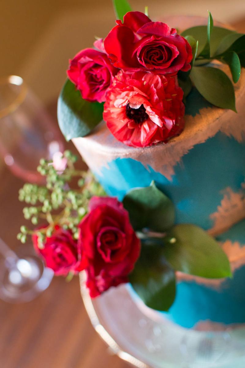 Bohemian Styled Shoot Cake with rose decoration