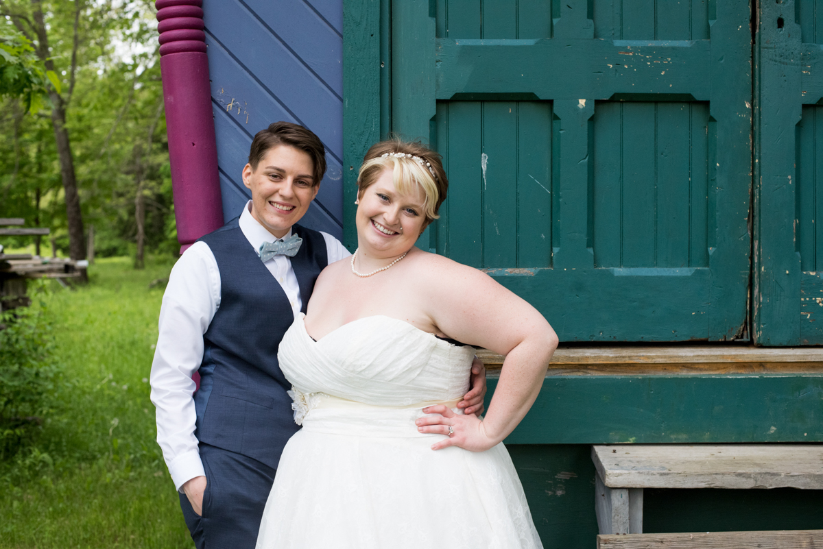 saratoga springs wedding pose outside barn