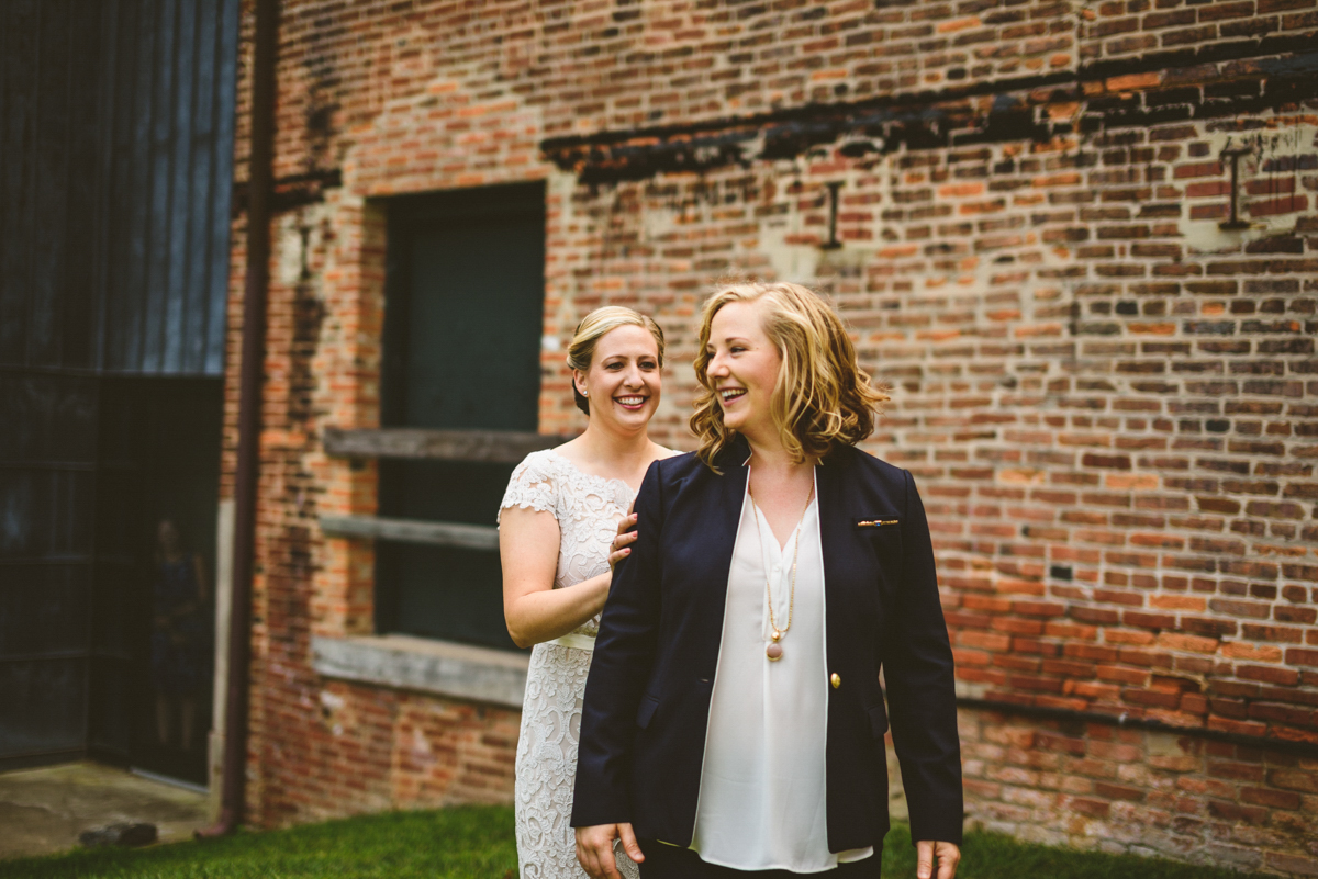 BALTIMORE WEDDING AT MOUNT WASHINGTON MILL DYE HOUSE FIRST LOOK