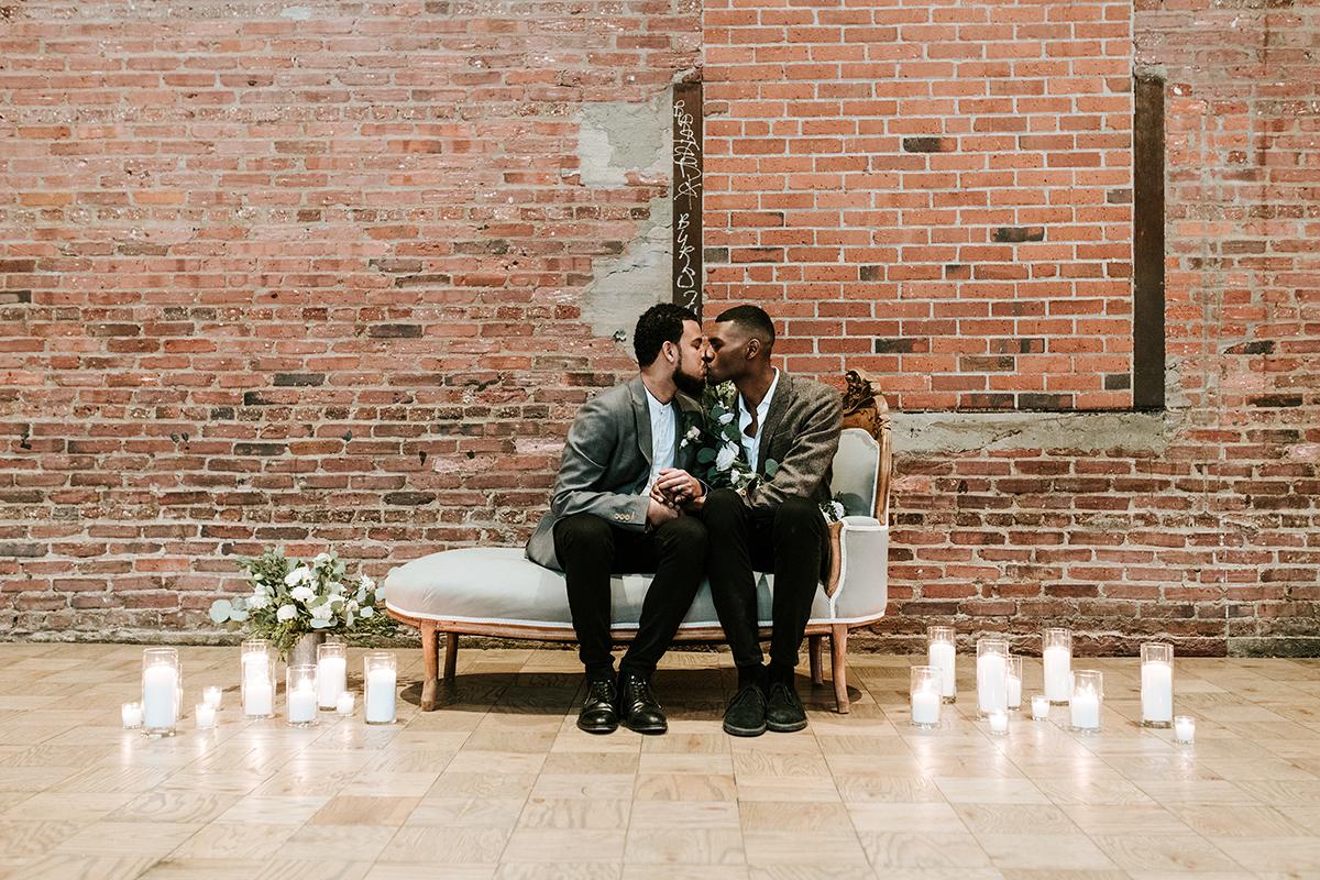 baltimore photo shoot kiss on sofa