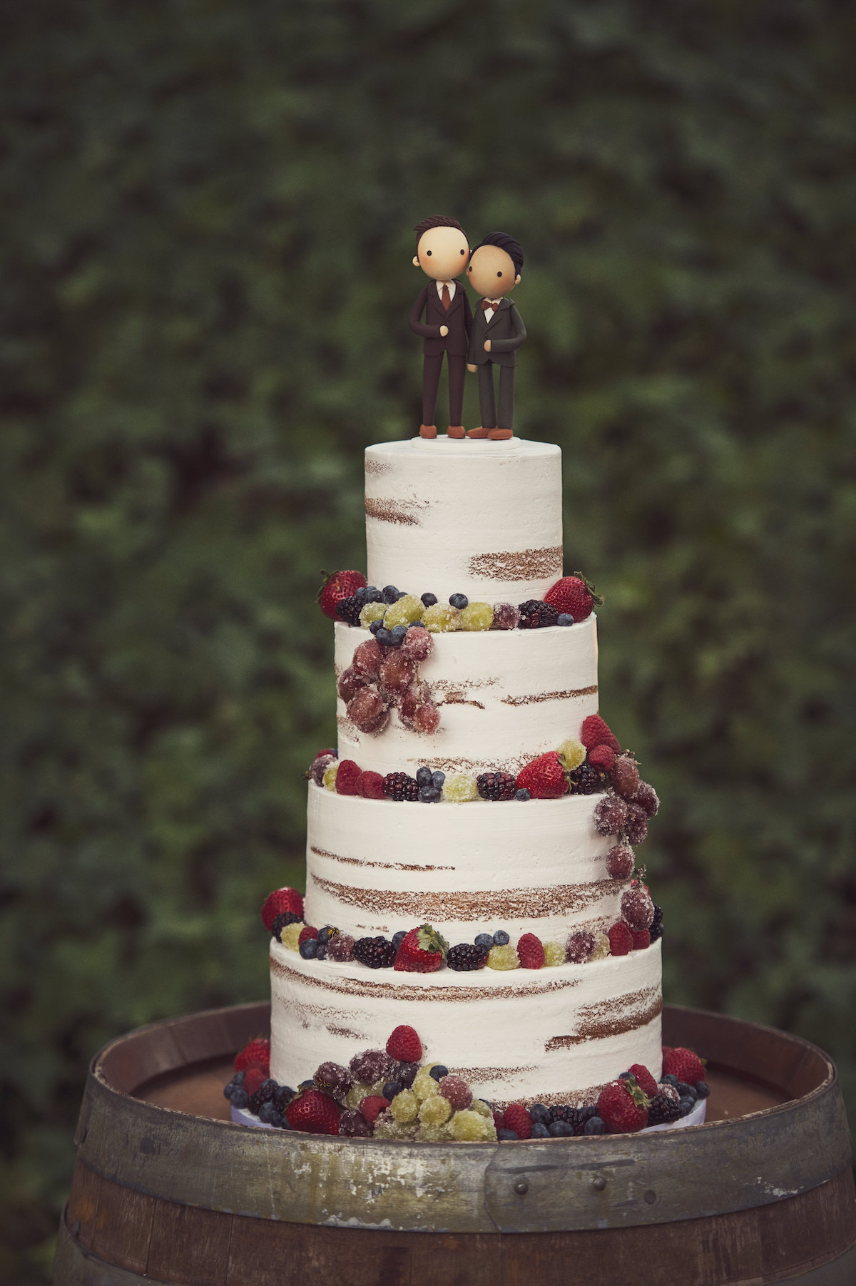 circle oak ranch farm wedding california wedding cake decorated with berries