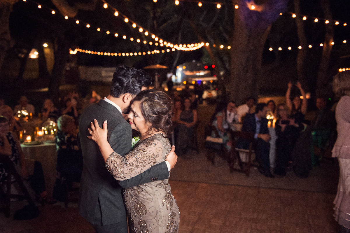 circle oak ranch farm wedding california casper dancing with mother