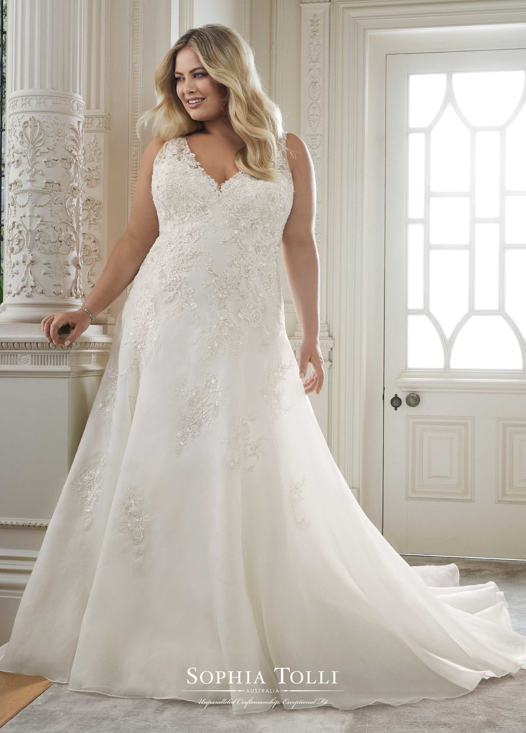 22 Designer Plus Size Wedding Dresses That Prove Your Body Is Perfect As Is Catalyst Wedding Co