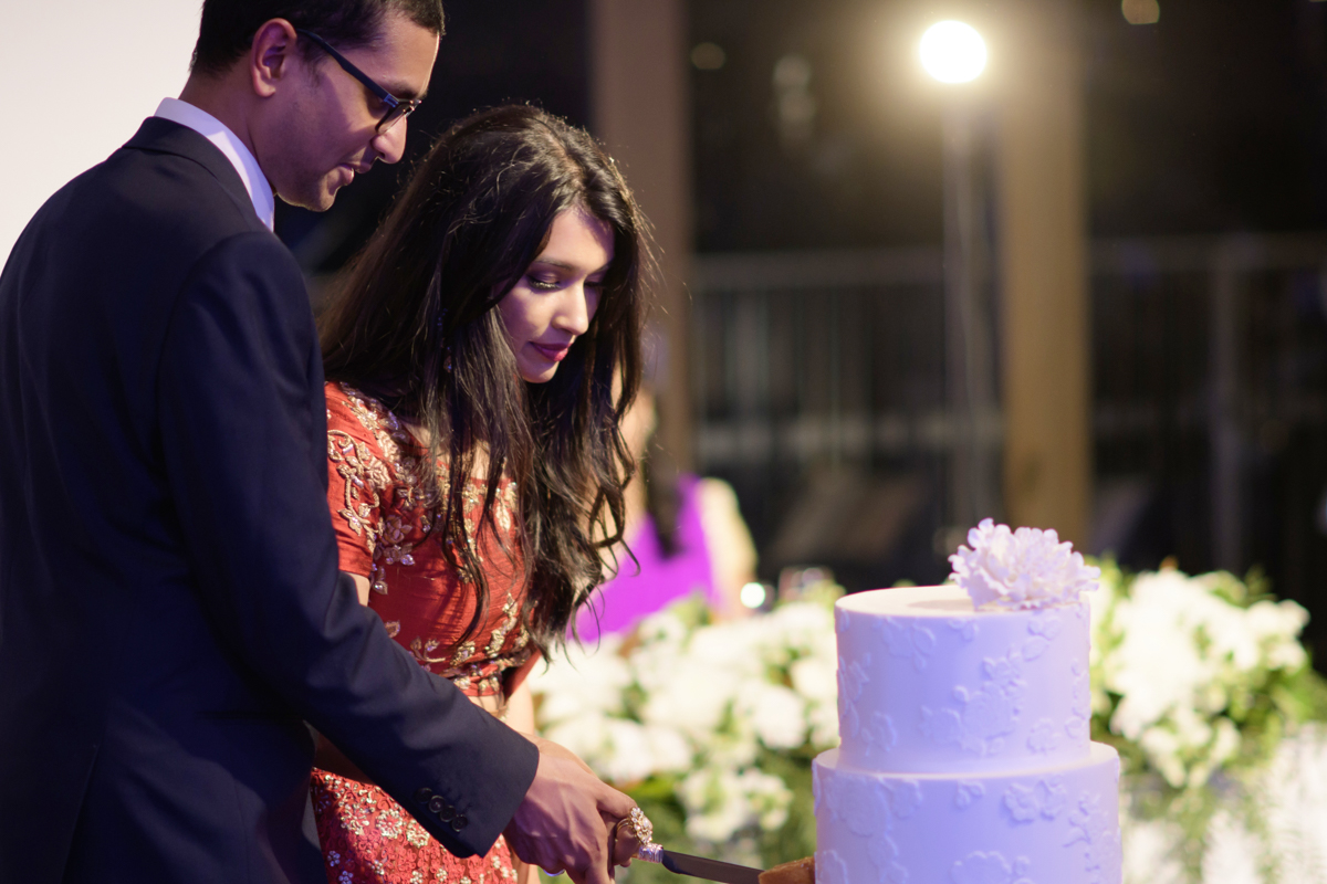 sri lankan wedding in sydney australia bride and groom cutting cake