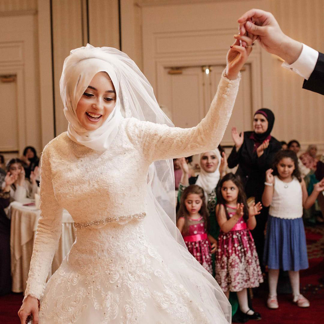 bride dancing at wedding reception connecticut wedding photographer teresa johnson