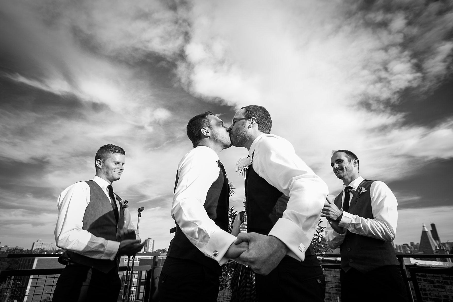 two grooms kiss at LGBTQ wedding ceremony in los angeles rebecca y las otras photography
