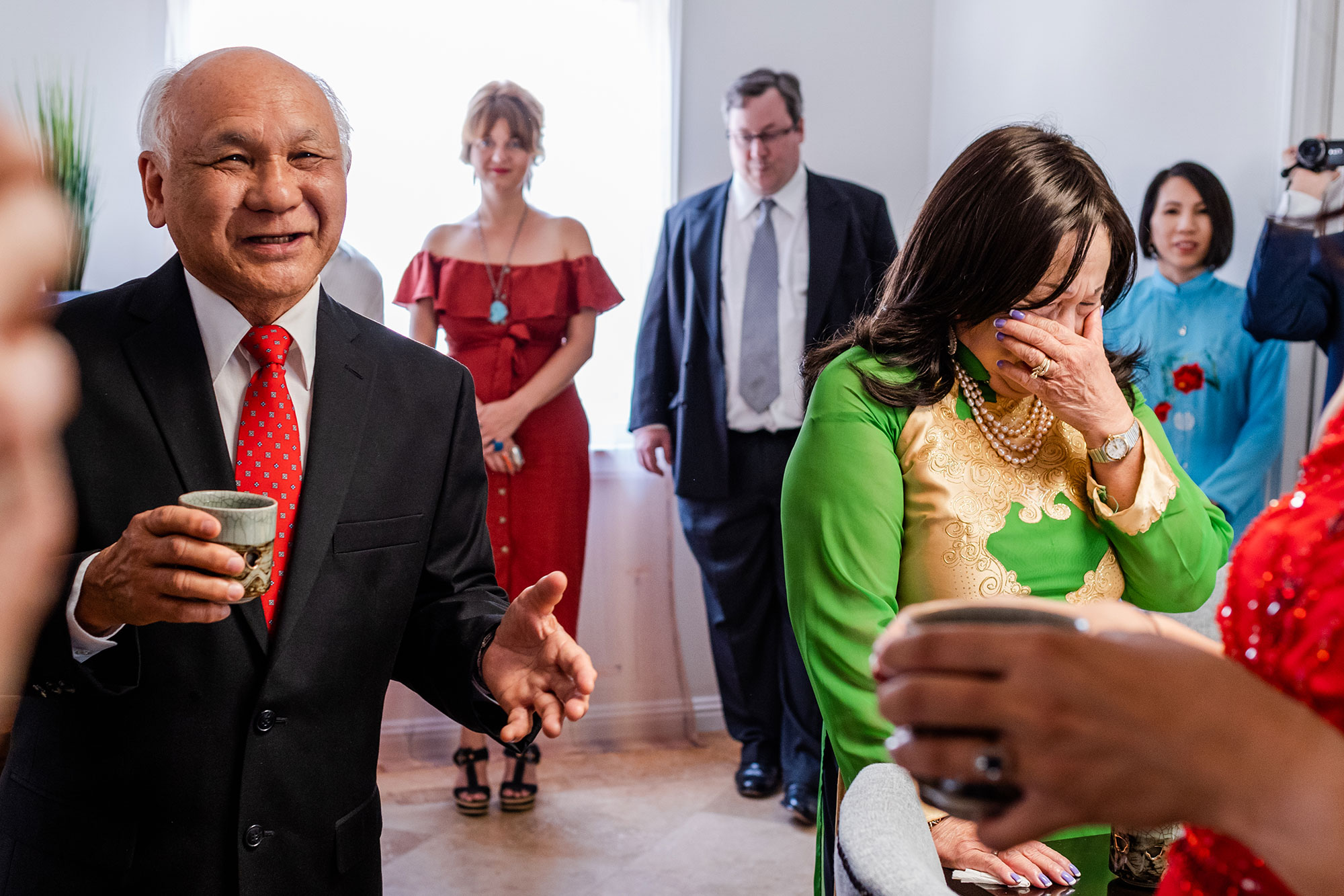 family looking on and crying during wedding reception los angeles rebecca y las otras photography
