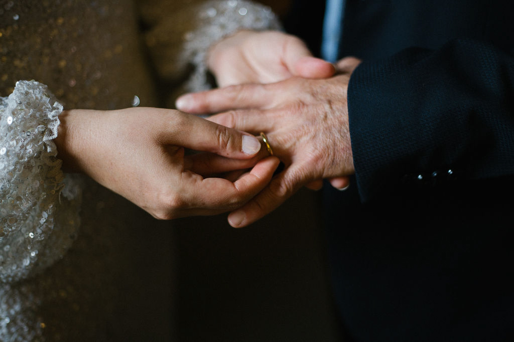 portland rainy elopement maddie maschger photography Linda putting ring on moreno's finger