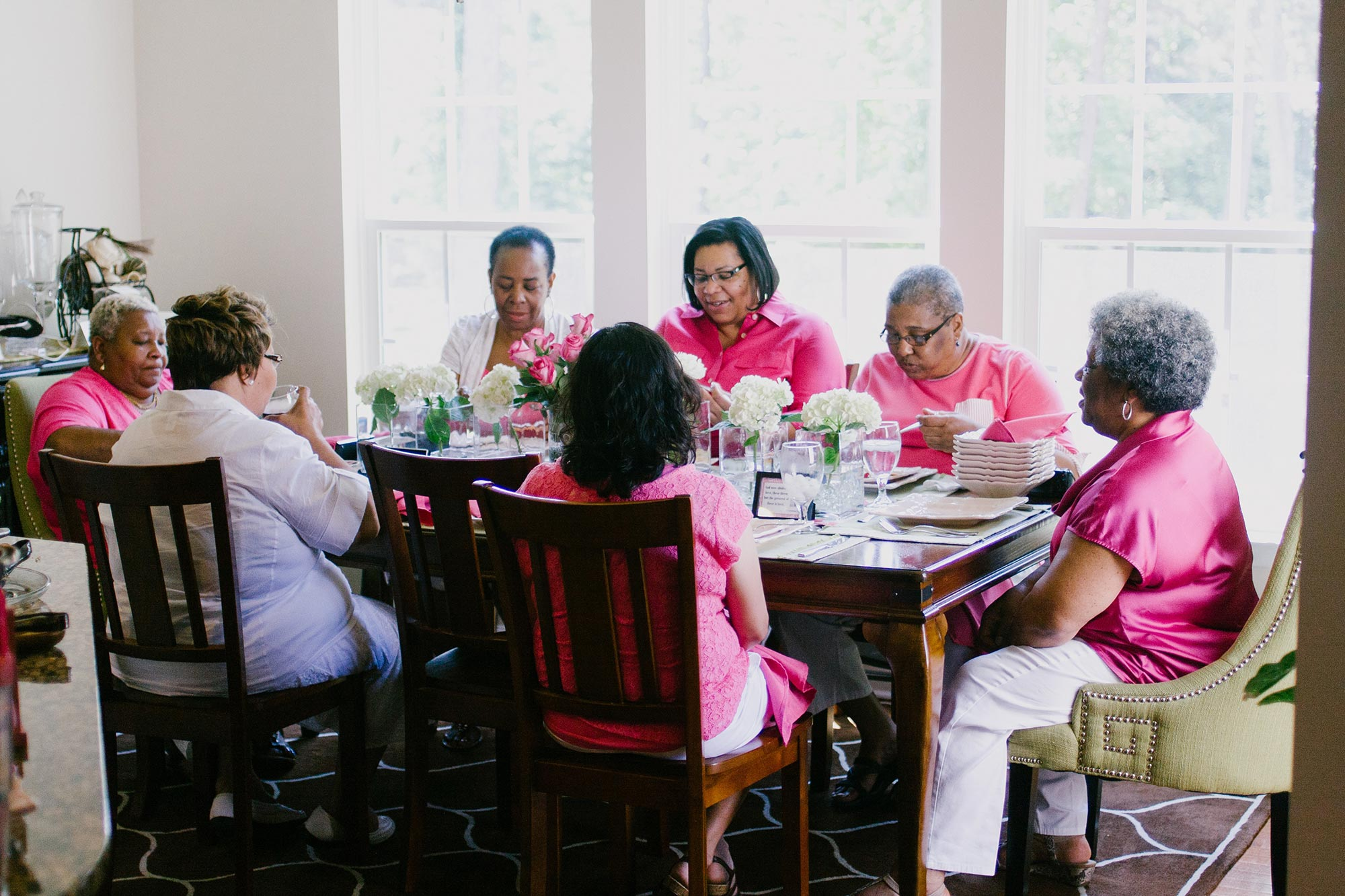 friends and family members gather around a table for lunch richmond virginia hidden expsure photography