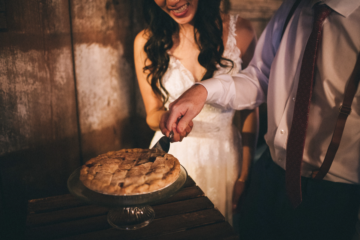 Warrenwood manor danville kentucky wedding sarah katherine davis couple cutting pie