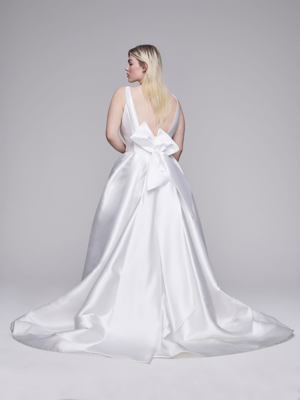 https://www.annebarge.com/collections/curve-couture/products/rachel
