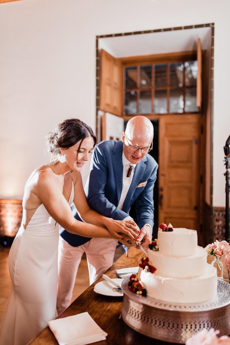 lAVENDER FARM WEDDING ALBUQUERQUE NEW MEXICO ALICIA LUCIA PHOTOGRAPHY CUTTING CAKE