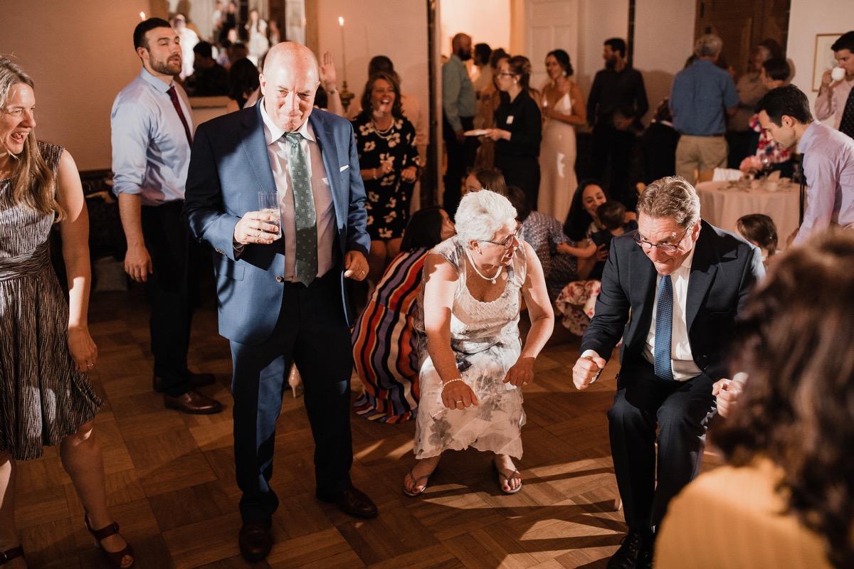 lAVENDER FARM WEDDING ALBUQUERQUE NEW MEXICO ALICIA LUCIA PHOTOGRAPHY GUESTS DANCING